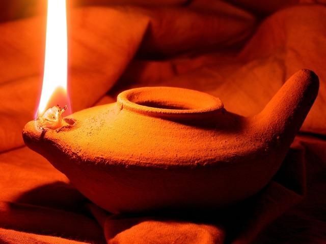 oil-lamp-1346754_1920